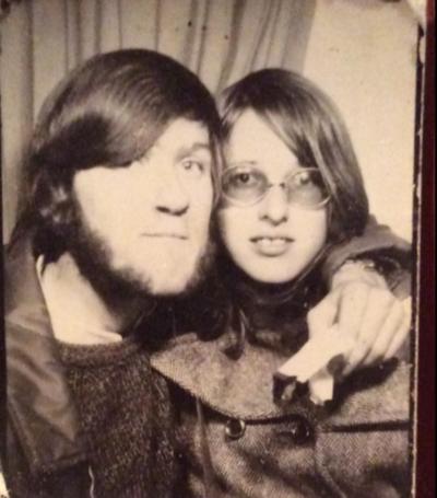 Năm 1971 được bạn gái tặng quà rồi đòi chia tay, 47 năm sau ông chú mới mở ra xem khiến dư luận tò mò hóng bằng được - Ảnh 1.