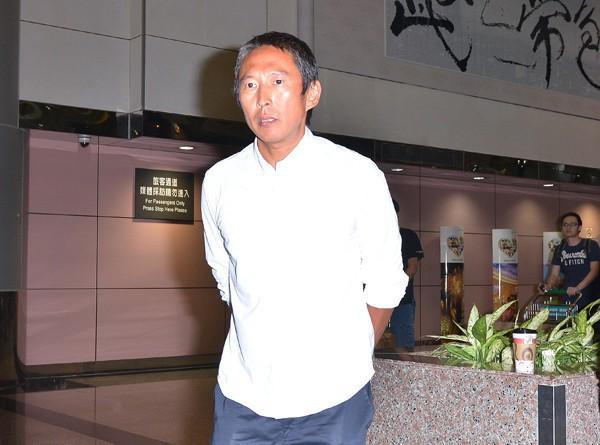 """Nộp hơn 1 tỷ tiền bảo lãnh, tài tử """"Bao Thanh Thiên"""" được về nhà sau scandal cưỡng hiếp - Ảnh 1."""