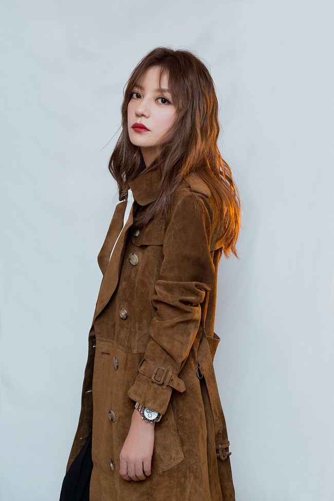 Triệu Vy khoe da đẹp dáng xinh sau khi bị chỉ trích tới tấp vì clip phì phèo thuốc lá - Ảnh 3.