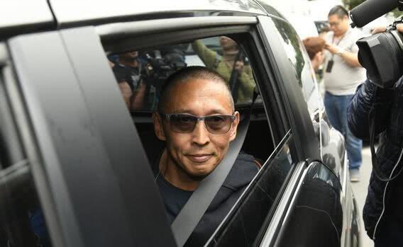 """Nộp hơn 1 tỷ tiền bảo lãnh, tài tử """"Bao Thanh Thiên"""" được về nhà sau scandal cưỡng hiếp - Ảnh 4."""