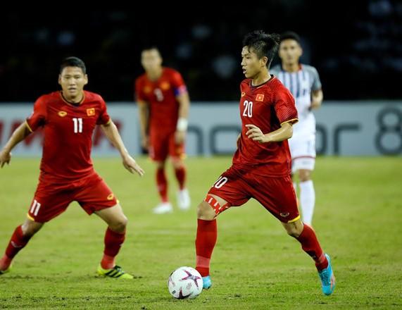 Mẹ cầu thủ Phan Văn Đức dặn con chơi máu lửa, ghi bàn thắng quyết định vào lưới Malaysia - Ảnh 2.
