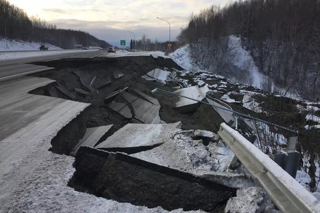 Alaska đã làm thế nào để sửa những con đường hư hại do động đất chỉ trong vài ngày? - Ảnh 1.