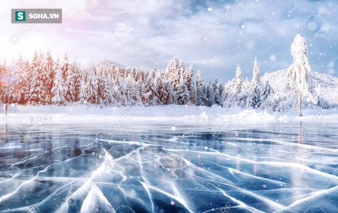 Khi lạnh, tại sao nước không đóng băng toàn bộ một lúc mà lại đông cứng từ trên xuống? - Ảnh 2.
