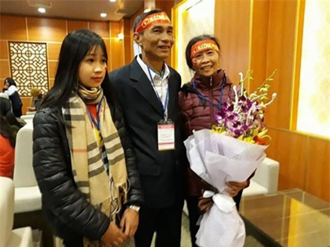 Bất ngờ với dung mạo 3 cô em gái của dàn cầu thủ Việt, em gái Công Phượng dậy thì thành công không tin nổi - Ảnh 16.