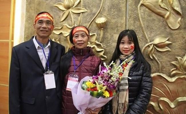 Bất ngờ với dung mạo 3 cô em gái của dàn cầu thủ Việt, em gái Công Phượng dậy thì thành công không tin nổi - Ảnh 17.