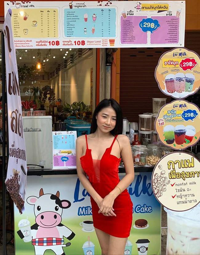 Xinh đẹp và nóng bỏng, cô chủ tiệm mỳ Thái Lan khiến dân mạng thốt lên: Chỉ cần nhìn đã đủ thấy no rồi! - Ảnh 4.