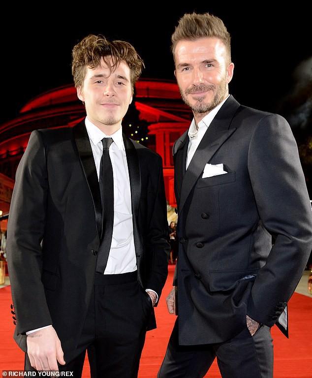 Brooklyn vừa già trước tuổi vừa nhạt nhòa khi đứng cạnh bố Beckham quá điển trai trên thảm đỏ - Ảnh 4.