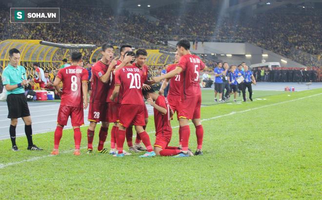 CĐV Thái Lan cảm thấy xấu hổ sau khi xem trận đấu giữa Việt Nam và Malaysia - Ảnh 2.