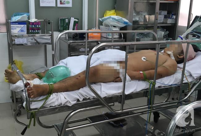 Bến Tre: Đi bão sau trận Việt Nam - Malaysia, chàng trai 17 tuổi đâm xe xuống sông nguy kịch - Ảnh 1.