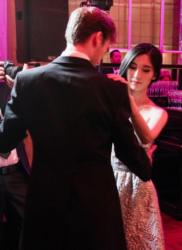 Từng định đi làm thêm để phụ giúp gia đình, cô gái bất ngờ phát hiện bố mình là CEO giàu sụ, còn mẹ là diễn viên TVB nổi tiếng - Ảnh 6.