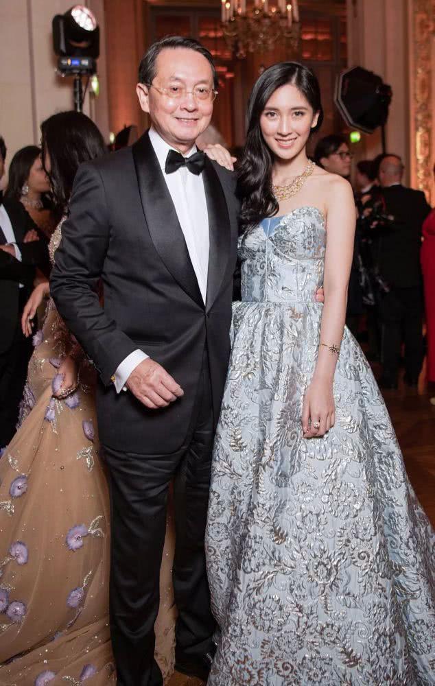 Từng định đi làm thêm để phụ giúp gia đình, cô gái bất ngờ phát hiện bố mình là CEO giàu sụ, còn mẹ là diễn viên TVB nổi tiếng - Ảnh 9.