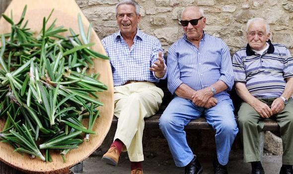 Ngôi làng có tới 300 người sống 100 tuổi nhờ ăn lá gia vị này: Bạn rất nên trồng một cây - Ảnh 4.