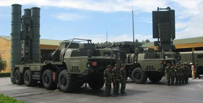Bất ngờ: Việt Nam đã sản xuất được tên lửa S-300 nghi trang... y như thật - Ảnh 1.