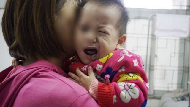 Rét đậm khắc nghiệt, nhiều trẻ liệt mặt, méo miệng vì nhiễm lạnh đột ngột - Ảnh 3.
