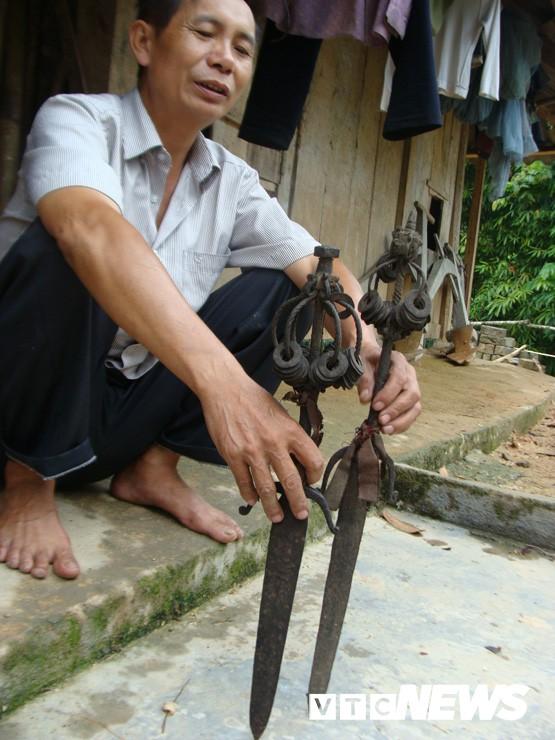 Những thanh kiếm bí ẩn ở Việt Nam: Kiếm báu kỳ lạ của tổ tiên người Dao - Ảnh 5.