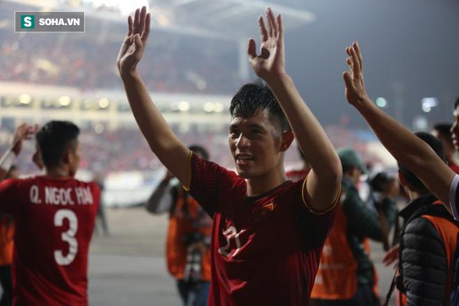 NÓNG: Chấn thương vẫn cắn răng đá hết trận, Đình Trọng mất Asian Cup 2019 - Ảnh 1.