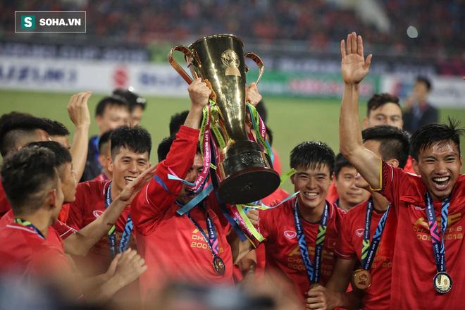 Phạm Đức Huy bồi hồi kể lại câu chuyện cậu bé nhặt bóng 10 năm trước tại AFF Cup 2008 - Ảnh 1.