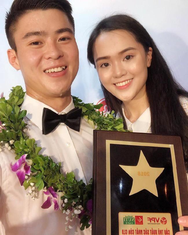 Đây là cách bạn gái Duy Mạnh, Quang Hải tiếp thêm sức mạnh cho người yêu trước trận cầu lịch sử Việt Nam - Malaysia - Ảnh 2.