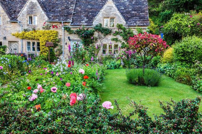 Chìm đắm trong thế giới cổ tích mang đậm vẻ cổ kính khi đến thăm ngôi nhà của những người yêu hoa - Ảnh 14.