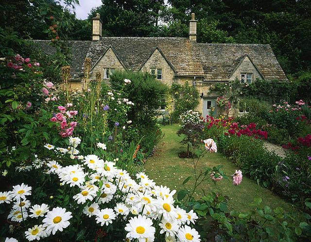 Chìm đắm trong thế giới cổ tích mang đậm vẻ cổ kính khi đến thăm ngôi nhà của những người yêu hoa - Ảnh 15.