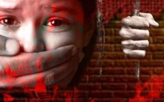 Ấn Độ: Bé gái 3 tuổi bị cưỡng hiếp phải nhập viện - Ảnh 1.