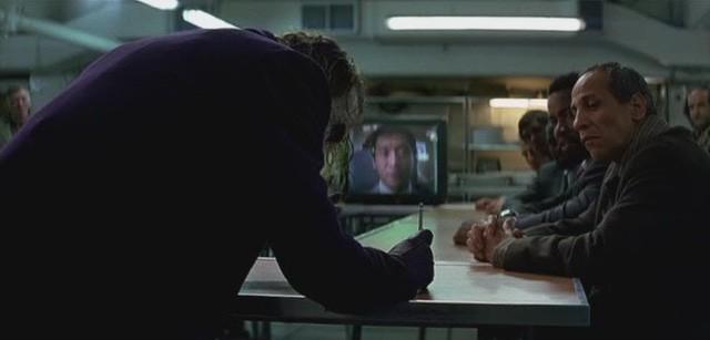 Cuối cùng thì bí ẩn về màn ảo thuật bút chì của Joker trong The Dark Knight cũng đã được giải đáp - Ảnh 2.