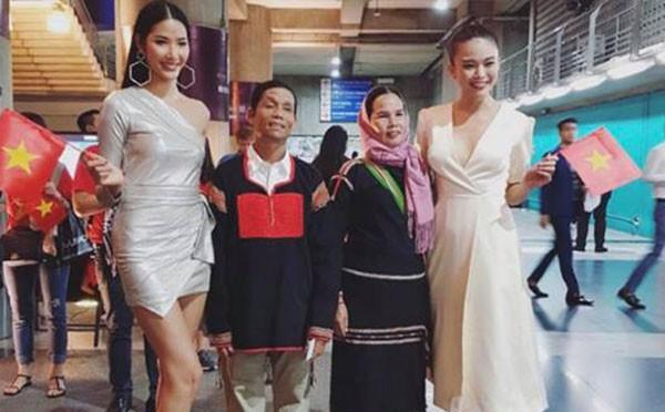 Khán giả trực tiếp xem Hoa hậu Hoàn vũ thế giới òa khóc khi H'Hen Niê lập kì tích chưa từng có