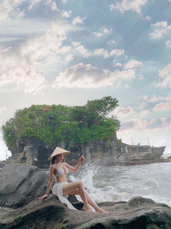 Hot girl Trâm Anh diện bikini, khoe lưng trần đầy gợi cảm - Ảnh 2.