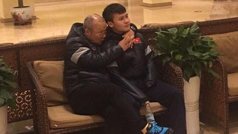 HLV Park Hang Seo tiết lộ lý do hay ôm, hôn các cầu thủ U23 Việt Nam với 4 ngôi sao Hàn - Ảnh 2.