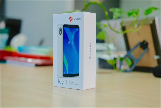 Mở hộp Vsmart Joy 1, smartphone rẻ nhất của Vinsmart - Ảnh 1.