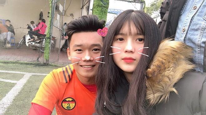 Nhan sắc bạn gái của Nguyễn Thành Chung - chàng cầu thủ vừa được HLV Park gọi lên tuyển - Ảnh 1.