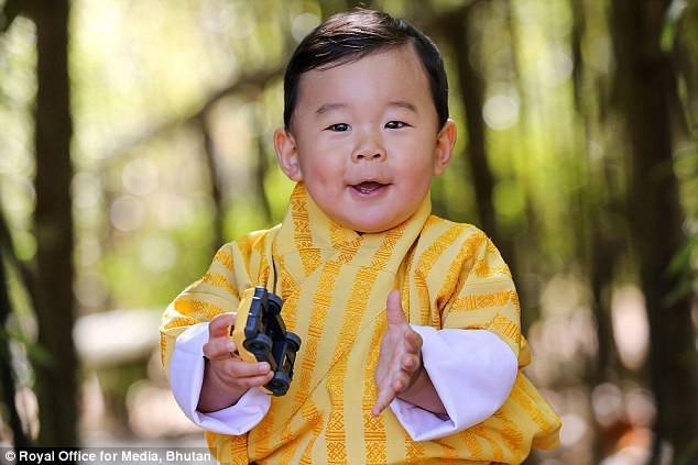 Hoàng tử bé của vương quốc hạnh phúc nhất thế giới từng nổi rần rần trên mạng giờ ra sao? - Ảnh 4.