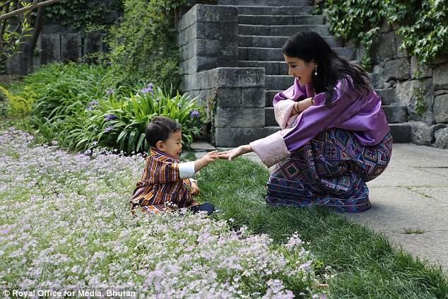 Hoàng tử bé của vương quốc hạnh phúc nhất thế giới từng nổi rần rần trên mạng giờ ra sao? - Ảnh 9.
