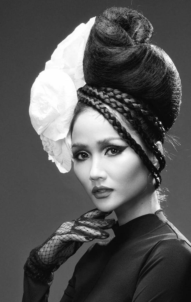Hình ảnh bán nude đầy quyến rũ của HHen Niê trên trang bìa tạp chí Mỹ nổi tiếng - Ảnh 8.