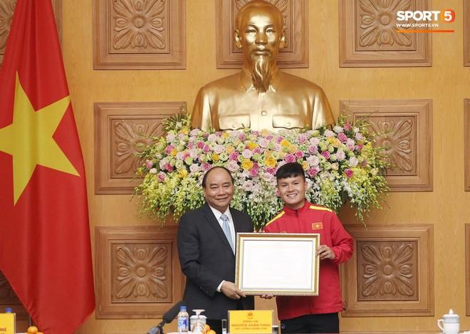 Quang Hải được Thủ tướng trao tặng Huân chương Lao động hạng Nhì - Ảnh 2.