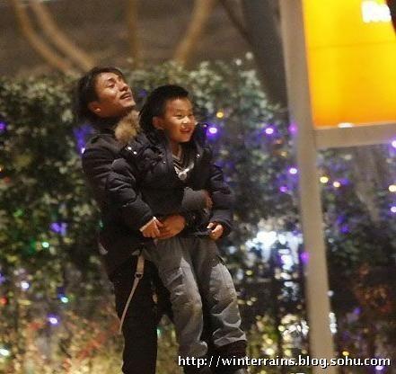 """4 câu hỏi """"nóng nhất"""" của showbiz Hoa ngữ: Mẹ của con trai Trần Khôn, chồng của Trương Bá Chi? - Ảnh 2."""