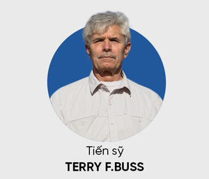 GS Terry F. Buss: Học tiếng Anh ở Việt Nam, Tây ba-lô và những kẻ lừa đảo - Ảnh 2.