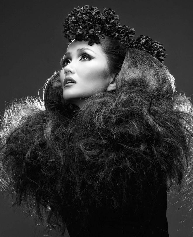 Hình ảnh bán nude đầy quyến rũ của HHen Niê trên trang bìa tạp chí Mỹ nổi tiếng - Ảnh 10.