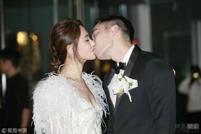 Chồng Chung Hân Đồng bị tố lăng nhăng, thủ đoạn rẻ tiền ngay sau đám cưới hoành tráng - Ảnh 1.