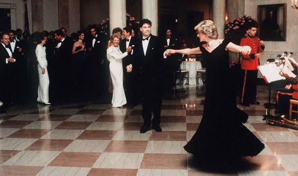 Món quà Giáng sinh bất ngờ công nương Diana dành tặng cho Thái tử Charles và cái kết bẽ bàng cay đắng - Ảnh 1.