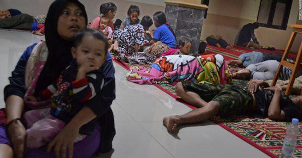 [Cập nhật] Indonesia nhầm lẫn trong cảnh báo sóng thần, người dân và khách du lịch hoảng sợ: Chạy càng xa càng tốt - Ảnh 2.