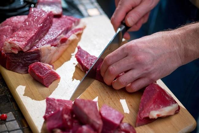 Từ khi được đầu bếp chỉ cho cách ướp này, món thịt bò của tôi ngay lập tức được cả nhà xếp hạng chuẩn 5 sao - Ảnh 1.