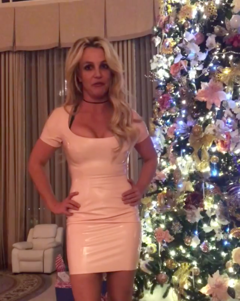 Loạt sao Âu Mỹ trang trí lộng lẫy đón Giáng Sinh 2018, riêng Kylie Jenner chơi lớn khi mua xe hơi mini tặng con gái nhỏ - Ảnh 6.