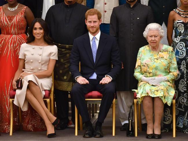 Mái tóc bị chê rối rắm, không gọn gàng của Meghan vô tình tiết lộ chi tiết mới về em bé hoàng gia - Ảnh 2.