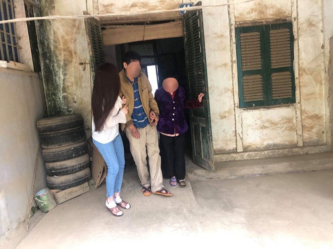 Xôn xao hình ảnh chụp Thư Dung dìu bố ở quê - Ảnh 4.
