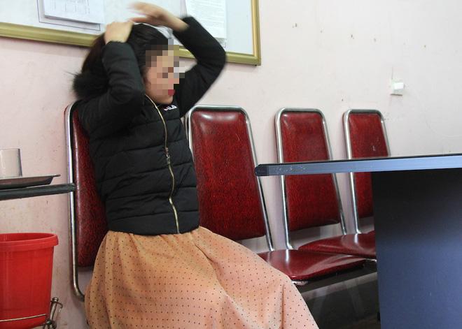 Từ 9 nam nữ xăm trổ thác loạn trong khách sạn lộ ra nhóm chuyên đòi nợ thuê - Ảnh 4.