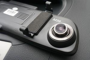 Camera hành trình 69 - Đủ tư thế cho các bề mặt taplo xe hơi - Ảnh 1.