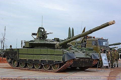 [ẢNH] Chiến tăng bay T-80BVM Nga trang bị đạn Uranium nguy hiểm cỡ nào? - Ảnh 19.