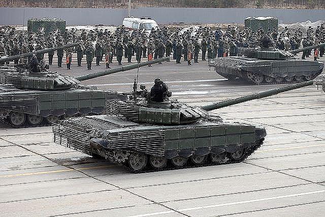 [ẢNH] Chiến tăng bay T-80BVM Nga trang bị đạn Uranium nguy hiểm cỡ nào? - Ảnh 27.