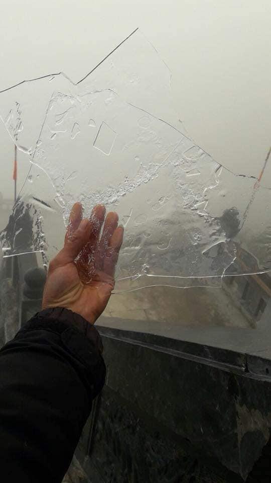 Đỉnh núi Fansipan lạnh 0 độ, nước suối đóng thành băng - Ảnh 4.